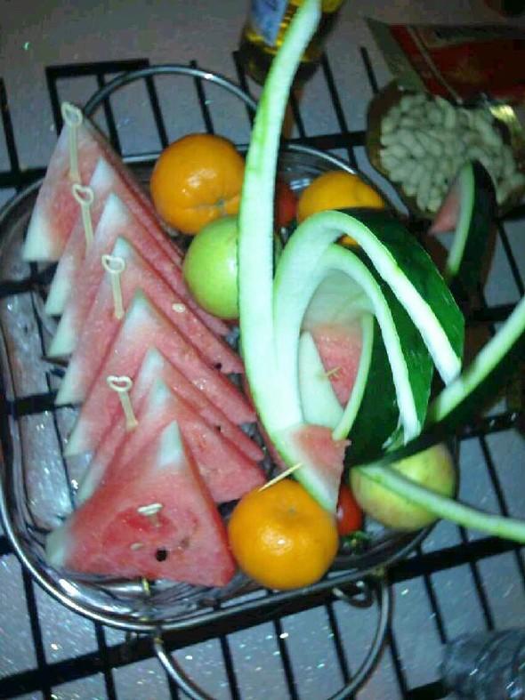 水果拼盘,菜,菠菜花生