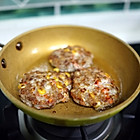 香煎玉米胡萝卜马蹄肉饼