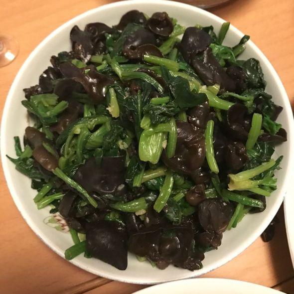 菠菜拌木耳