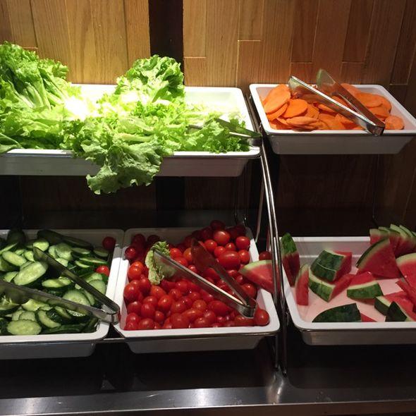 自助调料蔬果区