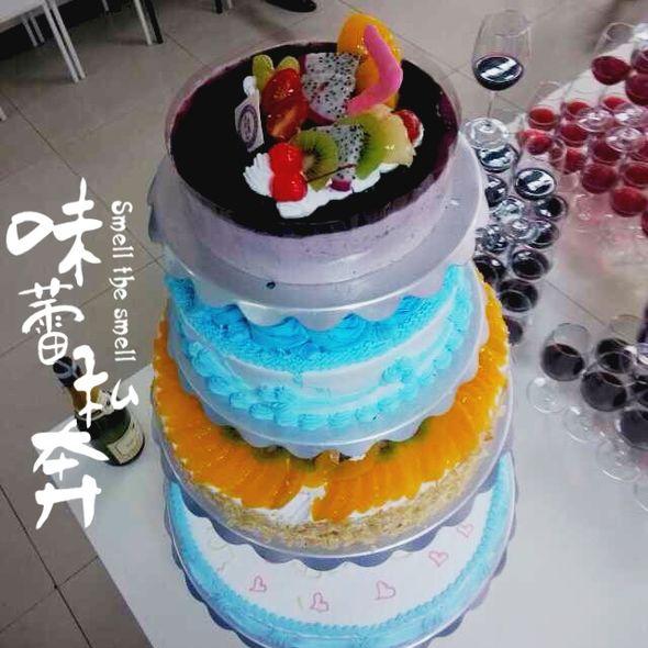 四层生日蛋糕图片
