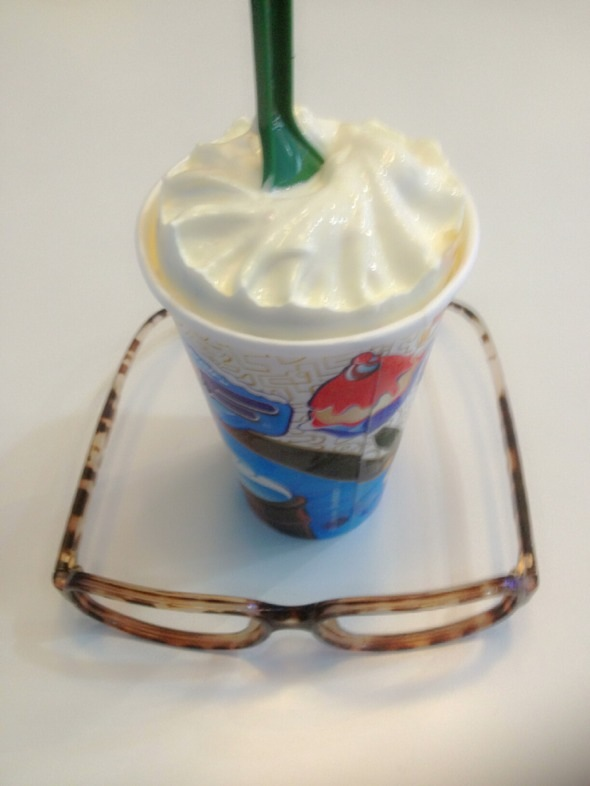 黄桃冰淇淋图片