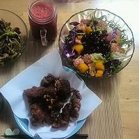 日式炸鸡块,沙拉,青椒拌驴肉,番茄汁