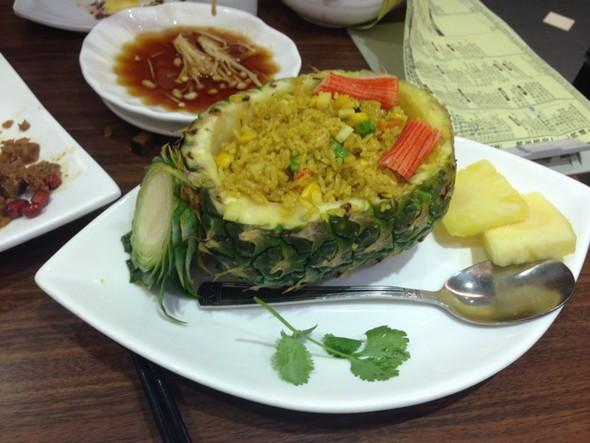 菠萝炒饭_刘小亭的美食日记