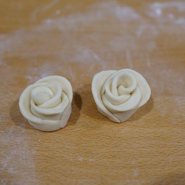 刚做好的玫瑰花馒头