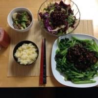 晚饭:香菇菜心,黑胡椒牛肉西兰花,沙拉