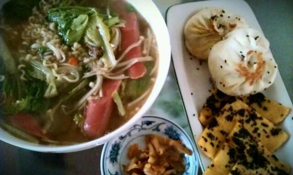 蔬菜香肠面_刘安安的美食日记