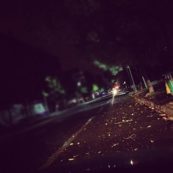 下雨天城市街道手绘