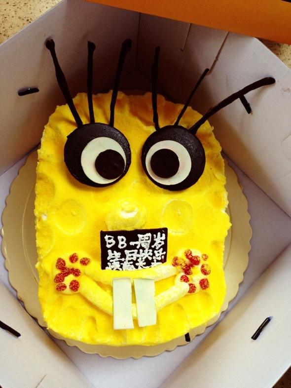 12 外甥一岁生日,蛋糕做得也太丑了,完全不像样,现在都吃私房蛋糕店的