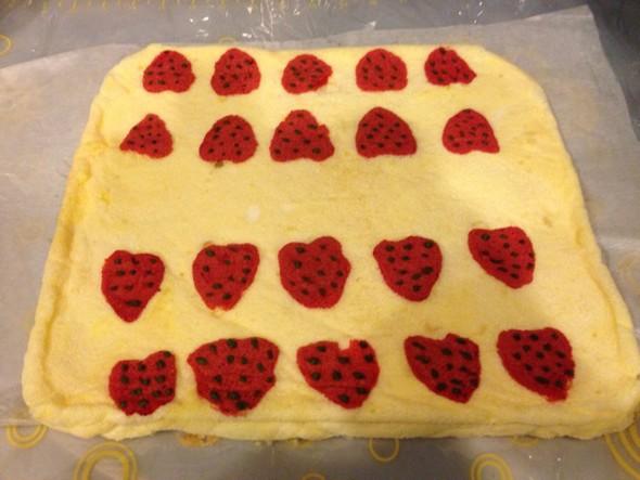 彩绘蛋糕卷 自家做的 为喜欢画画的小姑娘准备的彩绘蛋糕卷,希望不会