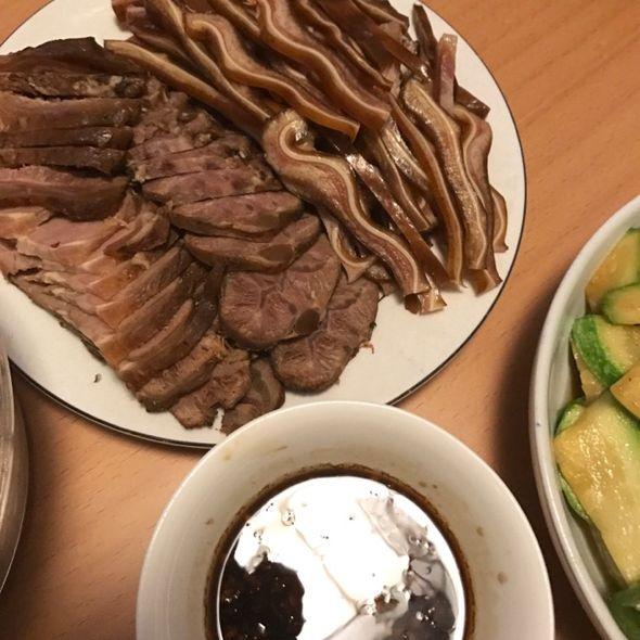 冷拼:酱牛肉+猪耳朵